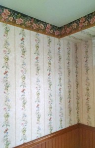 wallpaper walls in a Green Bay, WI Home for Sale